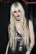 Taylor Momsen - hot hot hot with the pretty reckless [update]