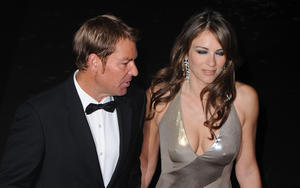 Элизабет Харли, фото 2300. Elizabeth Hurley - Operation Smile Ball in London - 11/10/11, foto 2300