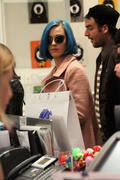 Кэти Перри, фото 8278. Katy Perry shopping in Paris, march 6, foto 8278