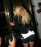 Jessica Simpson shows legs as she arrives at her hotel in midtown Manhattan