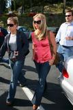 th_01647_brit036sandino_122_359lo - Britney Spears va mieux, son décolleté aussi