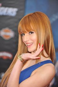 http://img226.imagevenue.com/loc382/th_246387499_Bella_Thorne_The_Avengers_Premiere_J0001_0001_122_382lo.jpg