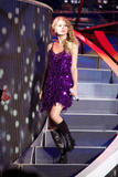 http://img226.imagevenue.com/loc440/th_32504_Taylor_swift_performs_her_Fearless_Tour_at_Tiger_Stadium_003_122_440lo.jpg