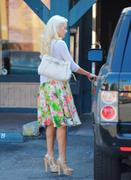 Холли Мэдисон, фото 1954. Holly Madison Starbucks in LA Market FEB-1-2012, foto 1954