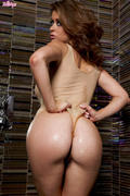 Twistys Emily Addison - Rinse This Dirty Girl Clean x130 31njlquhiq.jpg