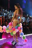 th_17689_Adriana_Lima-Victorias_Secret_Fashion_Show_2005-11-09-2005-Ripped_by_kroqjock-HQ14_122_560lo.jpg