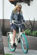 Кристен Белл, фото 8384. Kristen Bell On bicycle in Los Feliz FEB-28-2012, foto 8384