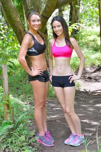 http://img226.imagevenue.com/loc585/th_558449338_Mary_and_Aubrey_Hawaii_II_Hiking_Lao_Valley_40_123_585lo.jpg