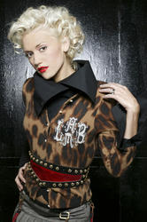 http://img226.imagevenue.com/loc414/th_366785054_gwenstefani_whb_003_122_414lo.jpg